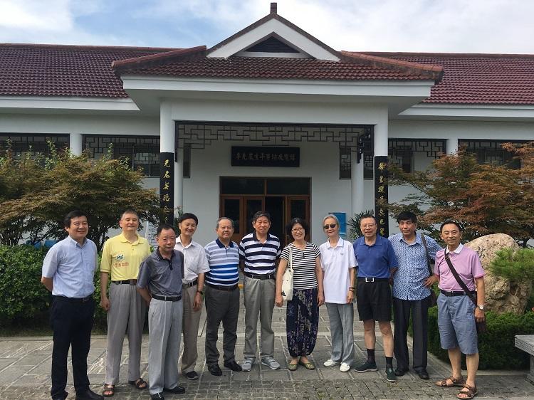 省血防所党总支部组织离退休老党员赴李克农将军故居参观